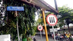Meski Sudah Diganti, Plakat Jalan Pattimura Jombang Masih Berdiri