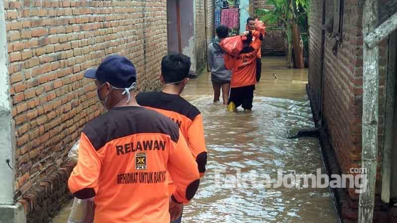 kader PKS Jombang beri bantuan ke warga terdampak banjir