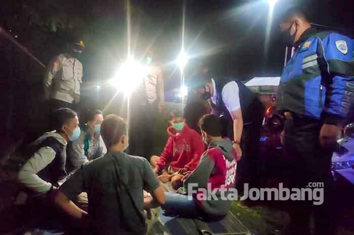 patroli gabungan prokes di terminal Gus Dur Jombang