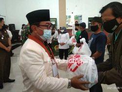 FKMJ Berbagi 400 Paket Sembako, Sempat Molor Gegara Diminta Menunggu Bupati