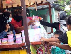 Sempat Izin Pasar Ramadan Mojokrapak Disoal, Sanggar UMKM Jombang Malah Berbagi Takjil
