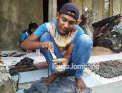 Kreatif, Warga Bangsri Jombang 'Sulap' Ranting Jadi Pipa Rokok/Once Berkualitas