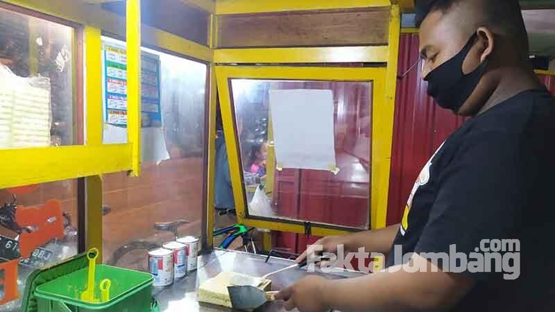 penjual roti bakar di ploso jombang