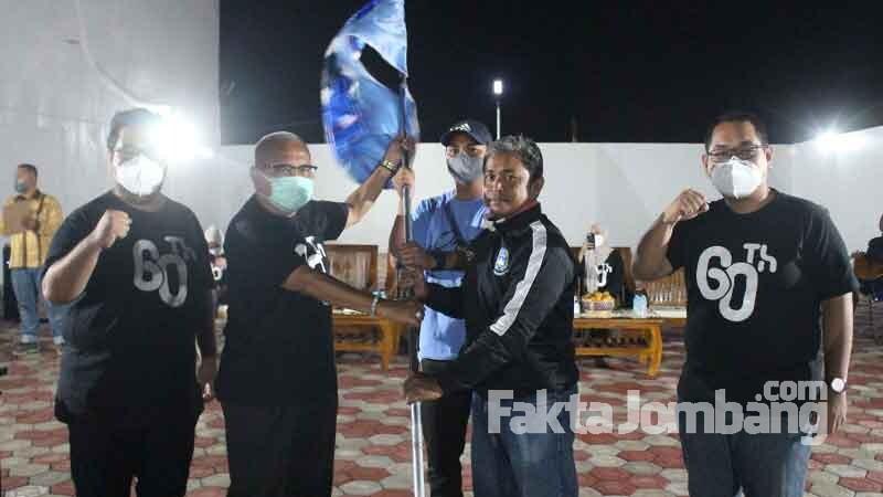 penyerahan bendera Rajawali Biru