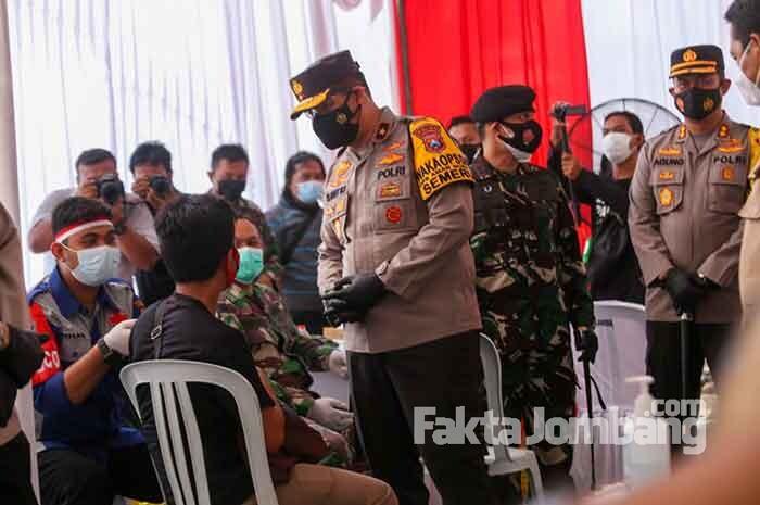 Vaksinasi Dosis Kedua di Kebonrojo Jombang Diikuti Ribuan Warga