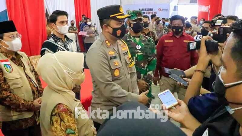 Kapolres dan Forkopimda Jombang diwawancarai wartawan