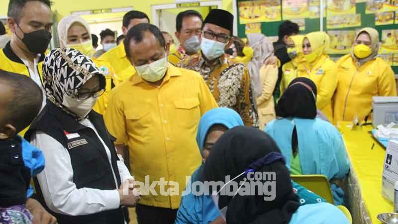 pantau vaksinasi di Golkar Jombang