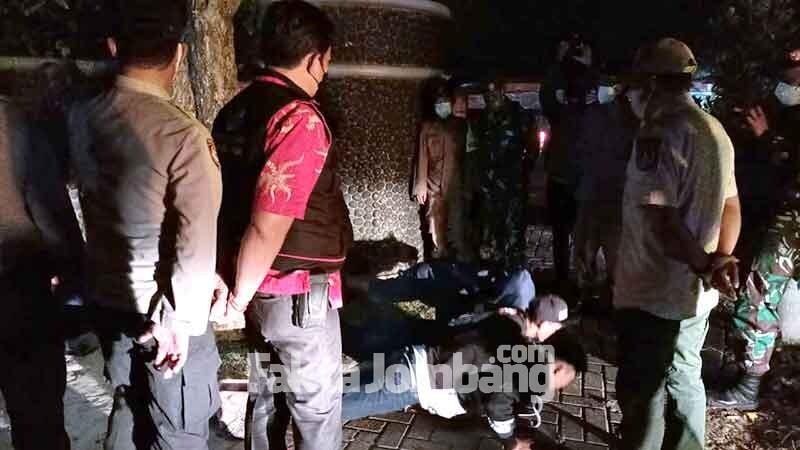 patroli prokes di terminal makam Gus Dur Jombang