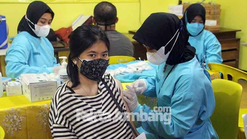 vaksinasi di partai golkar jombang