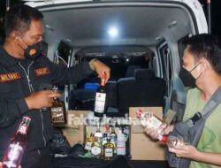 Polisi Amankan Puluhan Botol Miras Berbagai Merek di Jombang